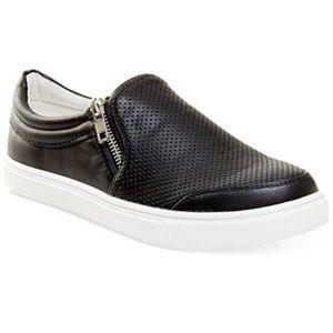 Steve Madden slip on sneakers (used) Ellias